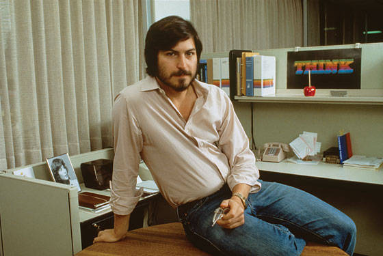 stevejobs-in-his-cubicle