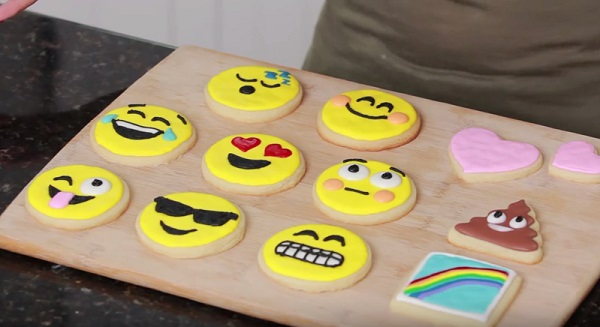 クリスマスパーティーにぴったりな絵文字クッキーの作り方♪ , isuta[イスタ]