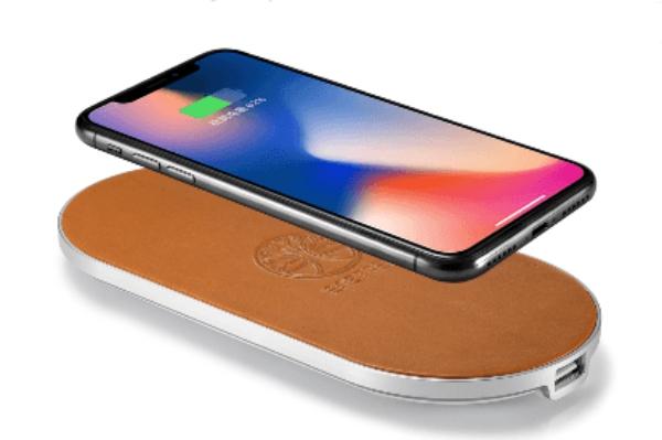 自然なぬくもりがインテリアとしても素敵♪ イタリア製の本革を使ったワイヤレス充電パッドがiPhone X/8のお供にぴったり!
