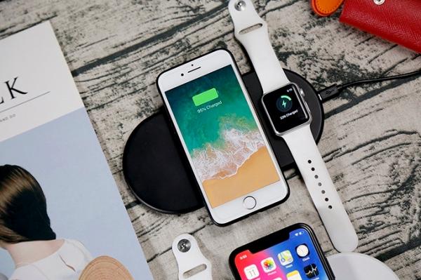 コスパの良さが魅力! iPhone 8/XとApple Watchを同時に充電できるワイヤレス充電パッド『Funxim』