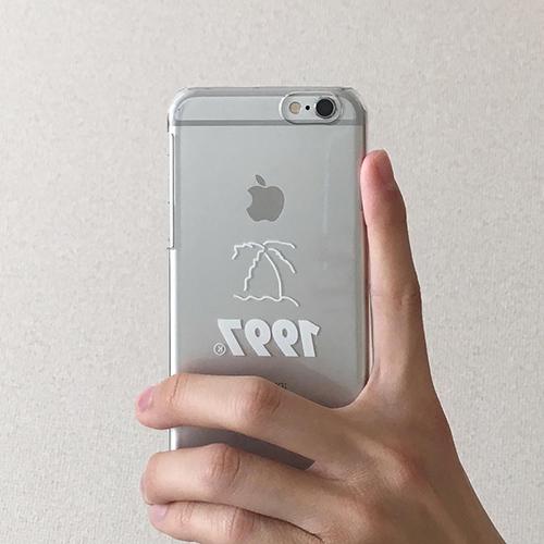 「1997」の太めロゴがかわいい。「youth loser 1997」のクリアiPhoneケースに大注目♡