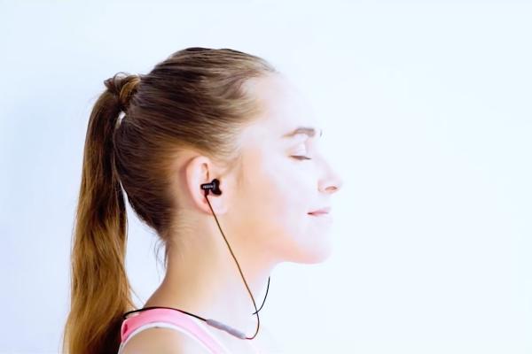 「耳に入る」スピーカー?『INAIR』の音に包まれる新感覚を体験してみたい!
