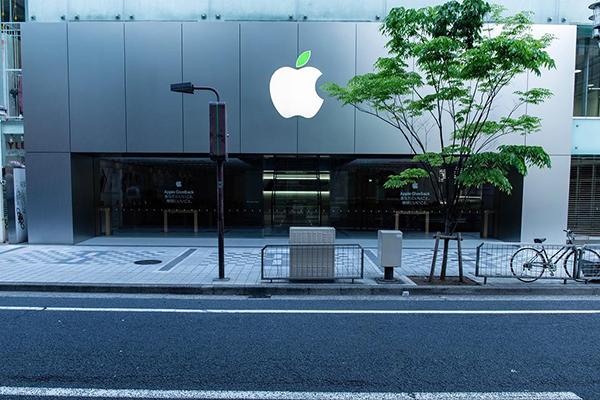 4月22日はアースデイ。Apple Storeロゴの葉っぱが緑色に染まったのはもう見た?