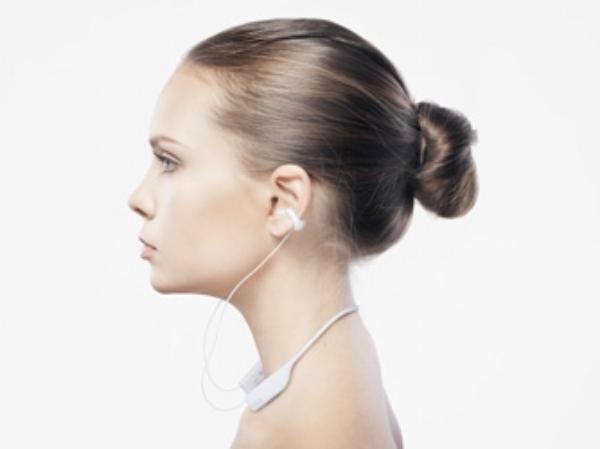 耳を塞がないイヤホンに待望のBluetoothモデル『wireless earcuffs』が登場!