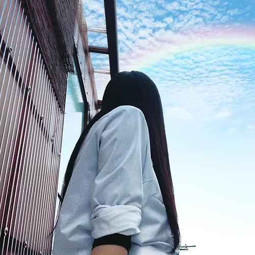 """人もモノもなんだって。夏の青い空を使った""""空抜け""""写真がいまおしゃれ♡"""