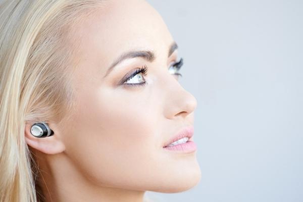 騒がしい場所での聴き取りやすさをサポート!完全ワイヤレスイヤホン『Nuheara IQbuds』のコンセプトがユニーク♩