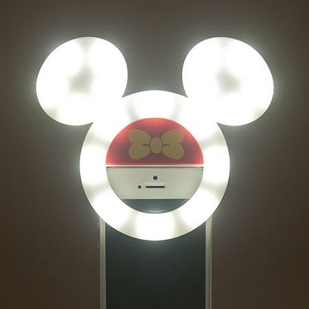 瞳にミッキーを入れられるアイテムを発見!ディズニーリゾートでゲットできるスマホライト&レンズが欲しい♡