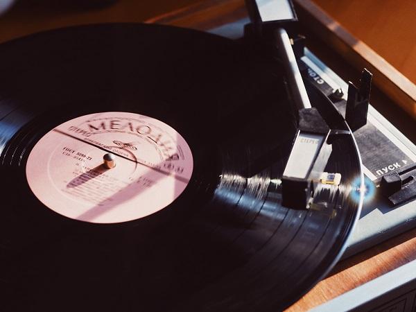 DJみたいにレコードを回してムービー作成♪音楽に合わせてスクラッチングする新しい動画編集アプリ『OKDJ』