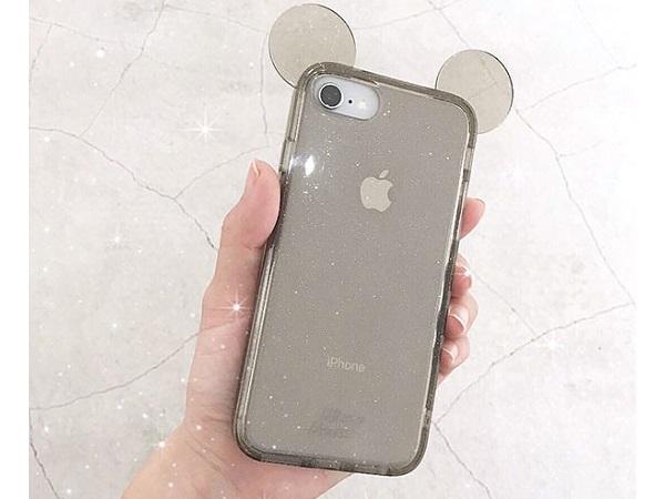 ケースにミッキーの耳が付いてる…動くたびにキラキラ光るラメギッシリの透明iPhoneケースがシンプルかわいい♡