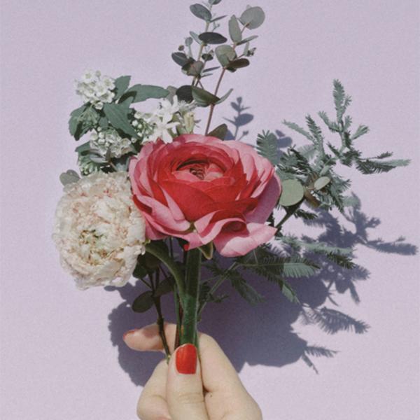 """""""お花のある暮らし""""が簡単に叶う。1000円以下から始められるお花の定期便サービス「FLOWER」が登場♡"""