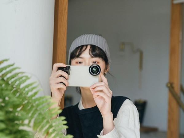 1万円以内でスマホがカメラに変身する?手軽に使えてリモート撮影もできるシャッターグリップでがとっても便利そう!