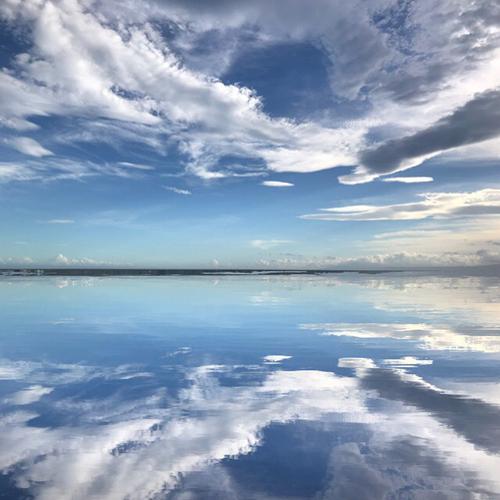絶景スポット「ウユニ塩湖」で撮影したみたい!空が反映する写真にできる加工アプリ♡