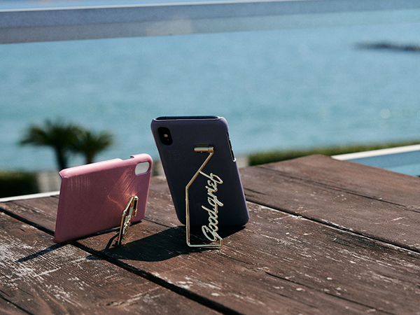 夏に持ちたいiPhoneケースを見つけた!メッセージロゴスタンドや、サマーモチーフのチャームが付いた「SHAKE CASE」のiPhoneケースがおしゃれかわいい♩