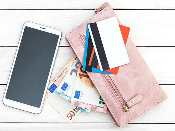アプリ1つでお店のポイントカードを一括管理!カードを持ち歩く必要がなくなってお財布もスッキリ♩