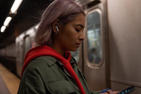 Appleから新型の「AirPods Pro」登場。ノイズキャンセリング機能がついて没入感アップ