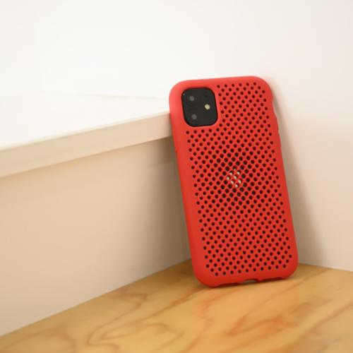 iPhoneのうっかり落下をゼロにしたい人へ…メッシュデザインのiPhone 11シリーズ専用ケースが登場♩