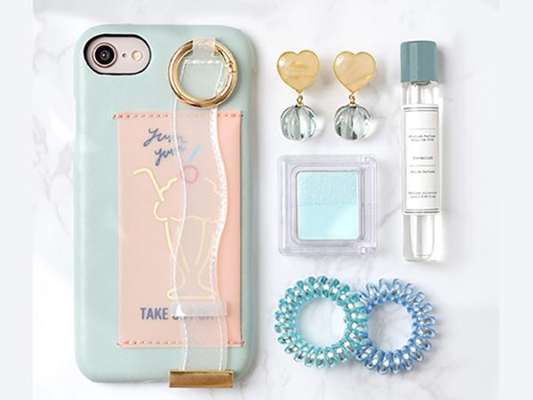 かわいいだけじゃ物足りない!雑貨ブランド「Flowering」のiPhoneケースならバンド&ICカードポケットが付いてとっても便利♩