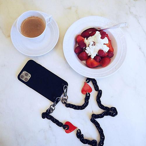 秋はスマホを斜めがけでお散歩したい♡IPHORIAから気になる新作ネックレスiPhoneケースが登場です♪