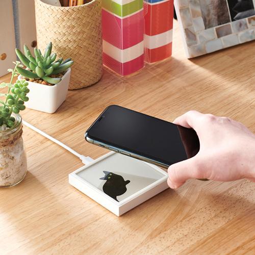 充電器もカスタマイズできちゃうの!? 写真などを挟み込める「きせかえ ワイヤレス充電器」が登場