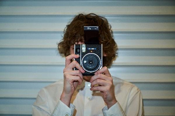 """クラシックなデザインにきゅん!4月21日にインスタントカメラ""""チェキ""""の新機種「instax mini 40」が登場"""