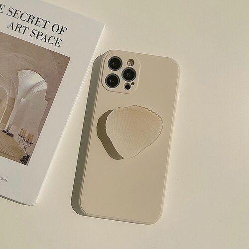 淡く色づくシェルに一目惚れ。「Ily Vintage」でレトロな夏っぽiPhoneケースを見つけてみませんか?