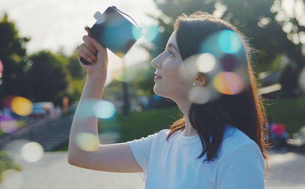監督気分でショートフィルムを撮影してみない?レトロな見た目のデジタルトイカメラ「Fragment 8」に注目