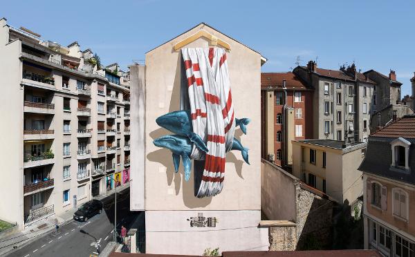 こんなところにクジラが!?思わず二度見する3Dの壁画がすごい
