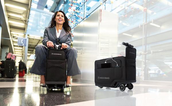 """コレ欲しい!大人も乗れる世界初の""""電動スーツケース""""が楽しすぎる"""
