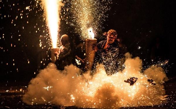 これぞ日本の伝統!手筒花火打ち上げの瞬間を撮影したフォトシリーズの迫力がスゴイ