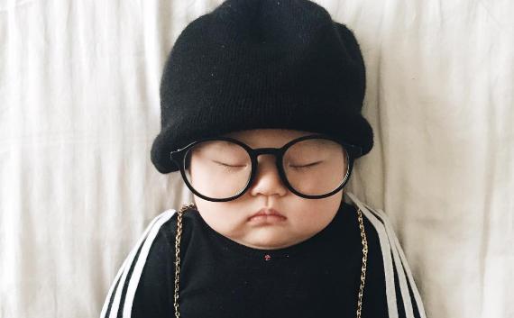 本人はつゆ知らず…お昼寝中の赤ちゃんを仮装させるママのインスタに癒される♡
