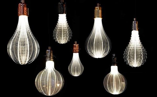なんて美しいの…!光の糸が織りなすワイヤーランプが幻想的