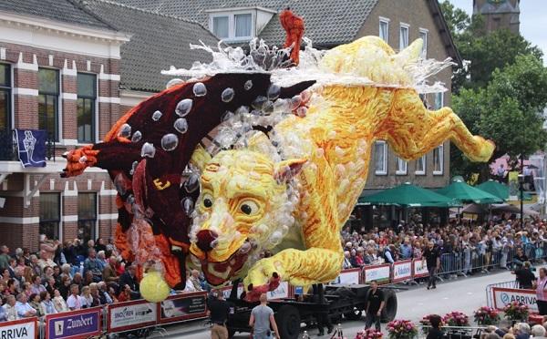花でできてるとは思えない!ゴッホの作品をモチーフにしたオランダの花祭りが圧巻