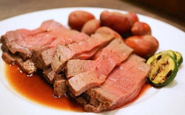もうお腹いっぱい♡熟成短角牛のローストビーフが500円で食べ放題ですって