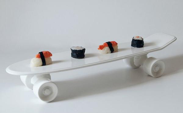 つい乗って遊びたくなる!?スケートボードを模った食器がシュール