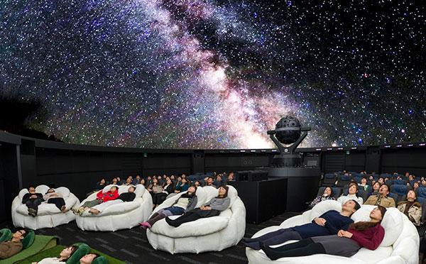 星空を見上げながらカクテルも…♡東京のおすすめプラネタリウム8選