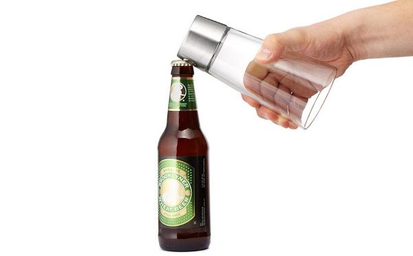 ありそうでなかった…!?栓抜き一体化のビールグラスが秀逸♪