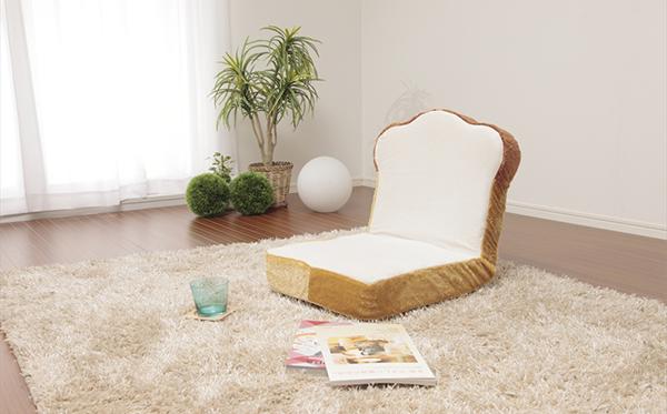 パンに包まれて冬眠しちゃう?おこもりグッズを詰め込んだヴィレヴァンの「食パン福袋」に注目!