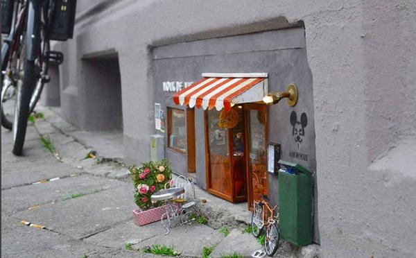 店主はネズミさん!?スウェーデンの街角にオープンしたミニチュアのお店がかわいい