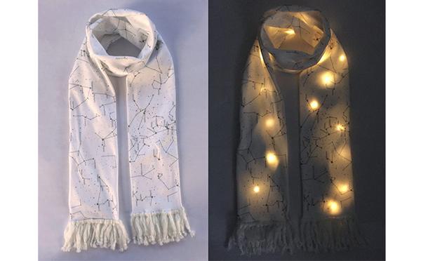 周囲の視線を釘付けにしちゃう!?ロマンチックな光を放つLED内蔵スカーフ