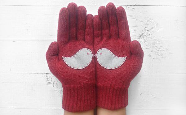 これならもう失くさない!?ふたつでひとつのデザインの手袋がキュート♪