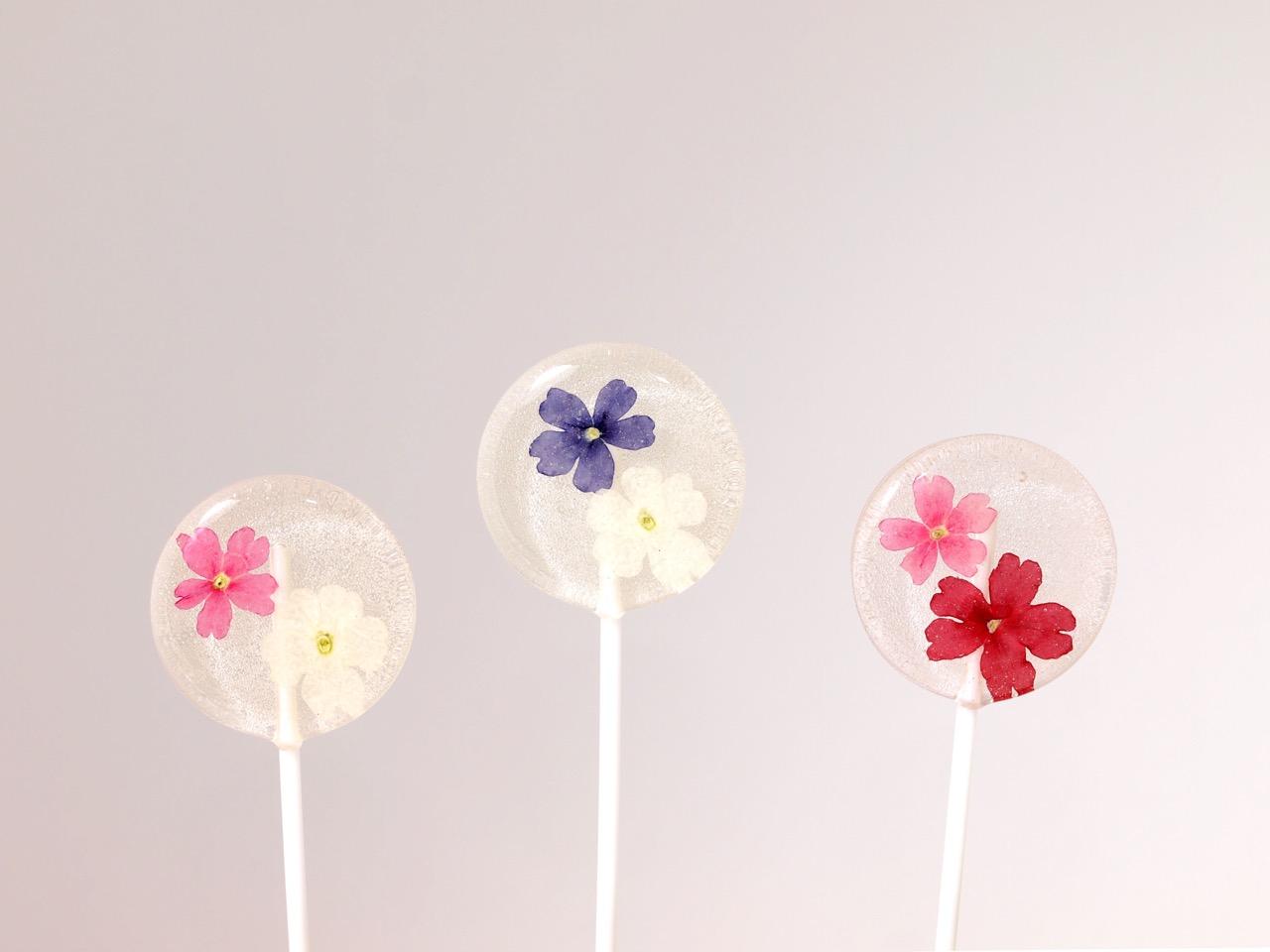プチプラなのもうれしい本物のお花を閉じ込めたロリポップキャンディ