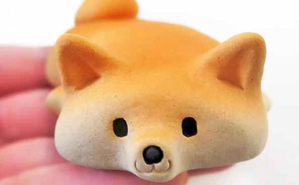 思わずなでなでしたくなる♡陶器でできた柴犬のフィギュアが悶絶級にかわいい!