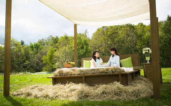 """まるでハイジになった気分♡憧れの""""牧草ベッド""""が「星野リゾート トマム」に登場!"""