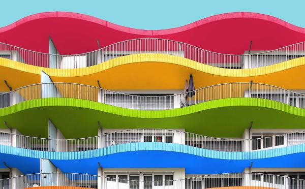 こんな建物が本当にあったら…♡街中の建物をカラフルに塗り替えた写真がインスタで話題に