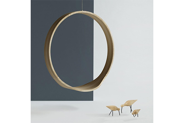 ミニマムデザインがスタイリッシュ♪輪の中で寛ぐロッキングチェアが楽しそう