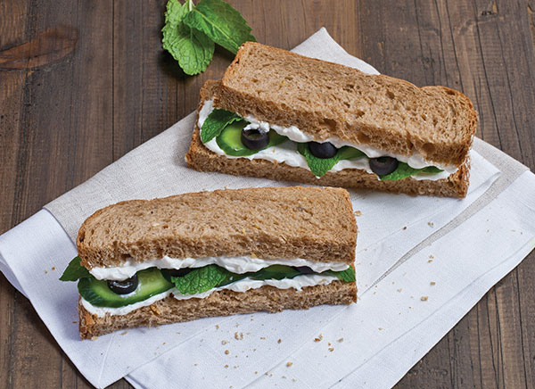 Food_around_the_world-Labneh_sandwich