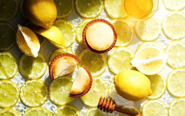 「ベイク」のチーズタルトが夏味に!「はちみつがけレモンチーズタルト」の甘酸っぱさにキュン♡