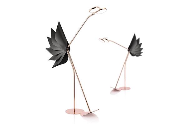 遊び心のあるデザインがたまらない♡キュートな鳥の形をしたフロアランプがユニーク