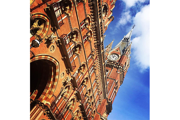 一度は泊まってみたい!ロンドンの駅の上にある時計塔の宿泊施設