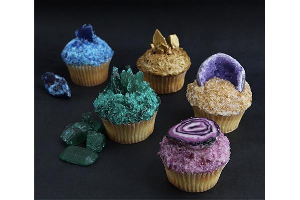 まるで本物みたい♡天然石をイメージしたカラフルなカップケーキがキュート